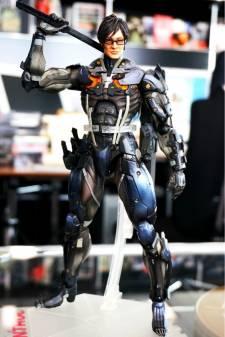 Hideo Kojima figurine ninja cyborg konami square enix  01