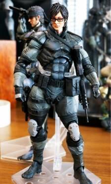 Hideo Kojima figurine ninja cyborg konami square enix  04